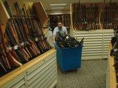 A fegyverlobbi fogságában