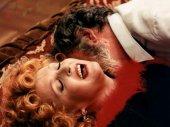 A piros csizmás lány